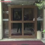 Pegadinha muito engraçada da porta invisível