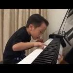 Esse pequeno GÊNIO do piano vai explodir sua mente
