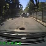Incrível – Veja o acontece quando alguém passa com carro por um bueiro destampado