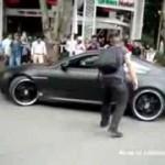 Idiota guiando uma BMW
