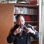 Chinês põe cobras pelo nariz e as tira pela boca